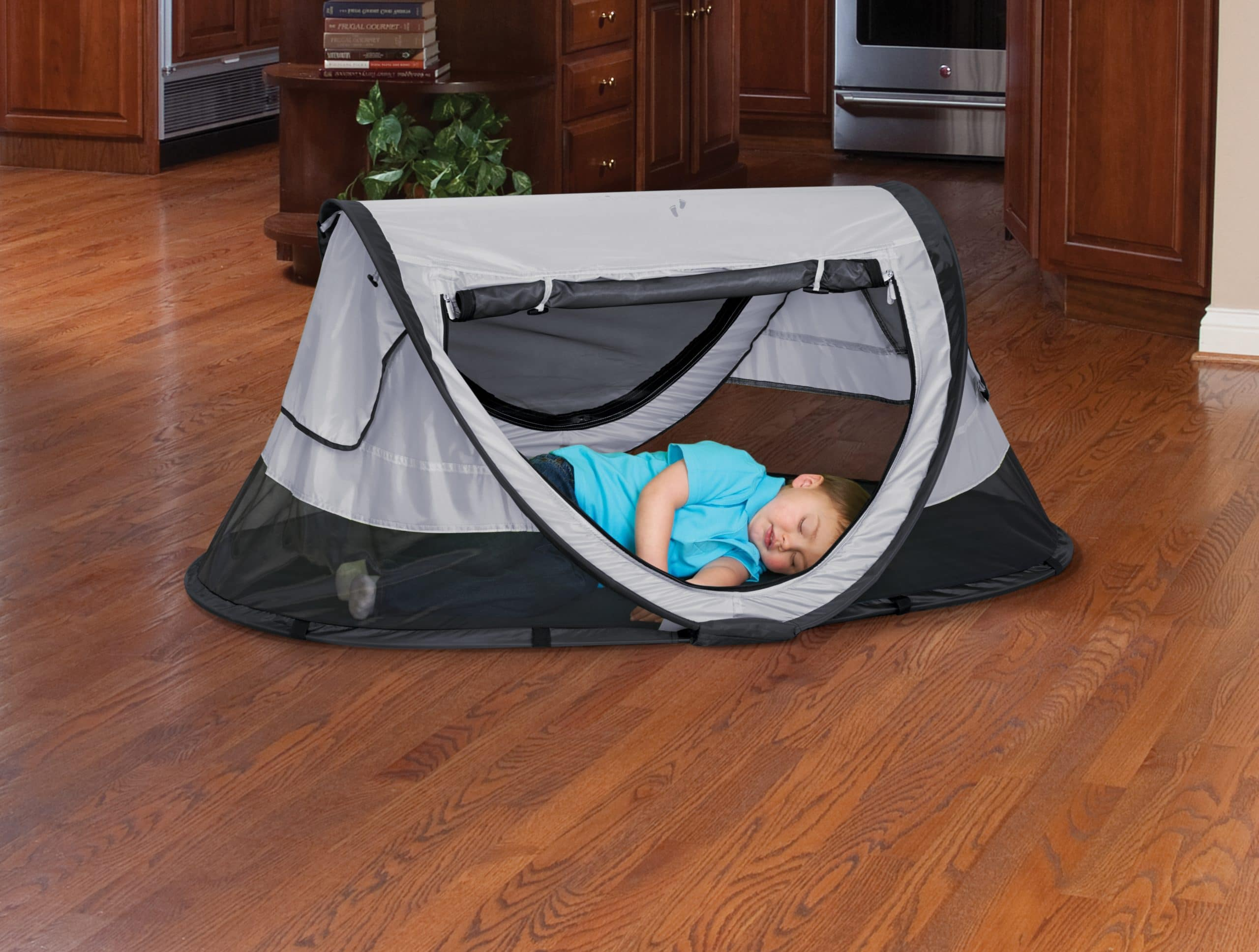 ... P4012_Snap_cuHand_2148 P4012_Suitcase_2158 P4012_0053_Hero cu 2 KidCo PeaPod ... & PeaPod Plus Travel Bed