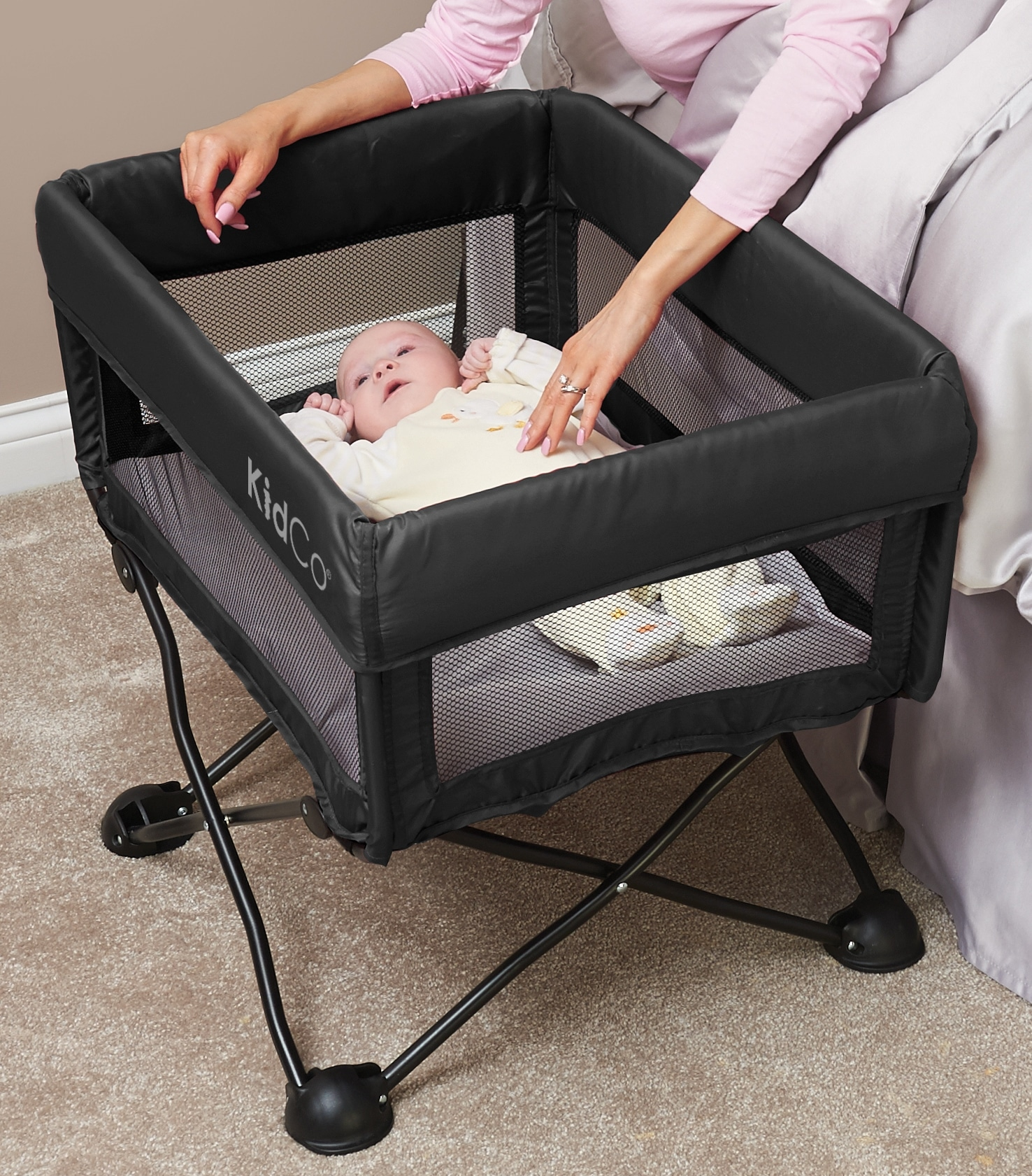 Dreampod travel bassinet for Futon portatil